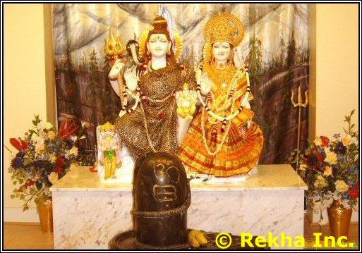 hanuman at durga mandir image &copy VAIndia.us